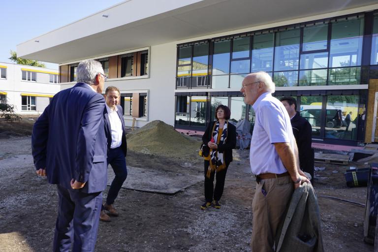 Vor Ort-Fachklinik Fürth - Runde vor Gebäude